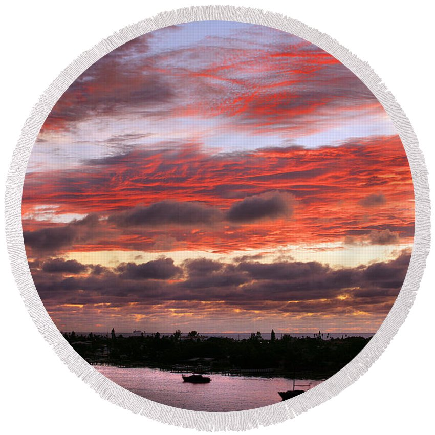 Sun Round Beach Towel featuring the photograph Sunset At Pass A Grille Florida by Mal Bray
