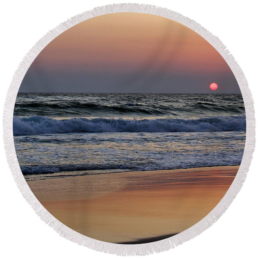 Sunset Round Beach Towel featuring the photograph Sunset At St. Andrews by Sandy Keeton