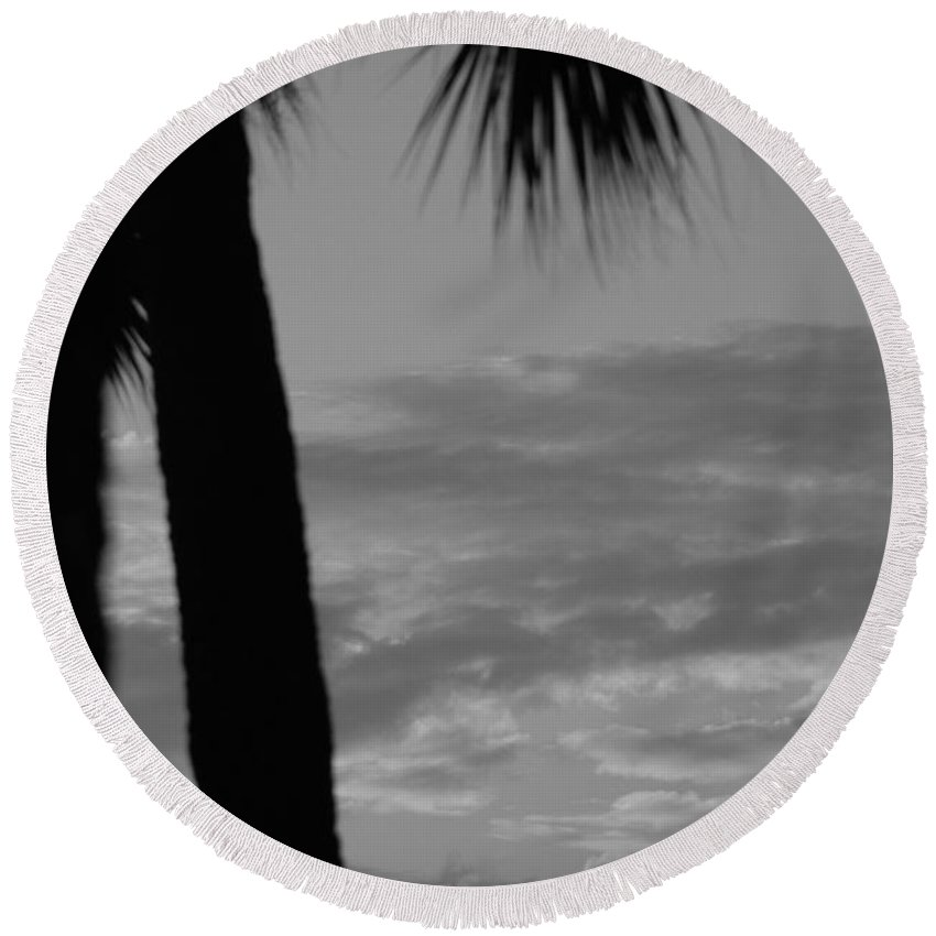 Black And White Round Beach Towel featuring the photograph Sunset In Black And White by Rob Hans