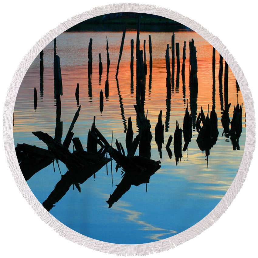 Clay Round Beach Towel featuring the photograph Sunset In Colonial Beach Virginia by Clayton Bruster