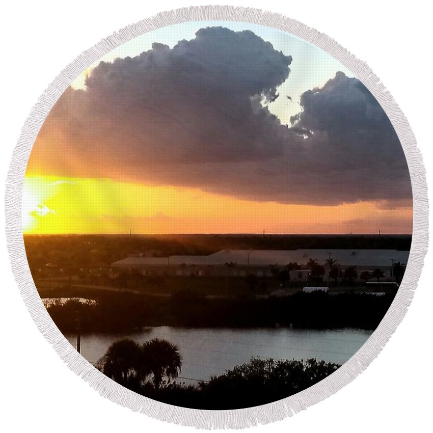 Sunset Round Beach Towel featuring the photograph Sunset In Viera Florida by Paulo Guimaraes