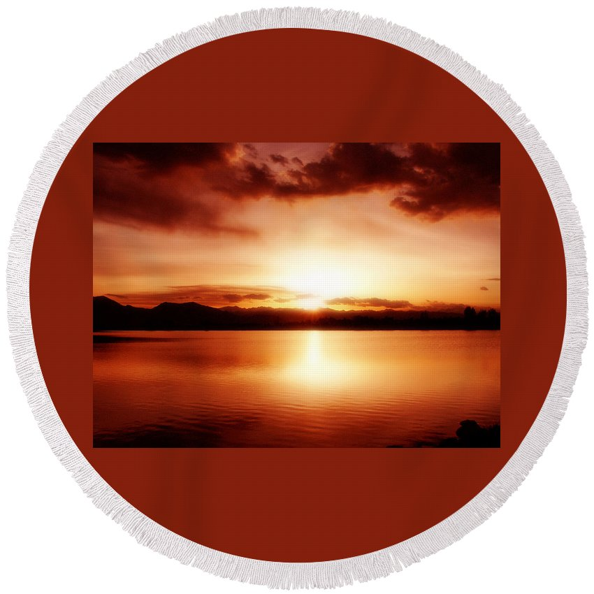 Lake Round Beach Towel featuring the photograph Sunset by Marilyn Hunt