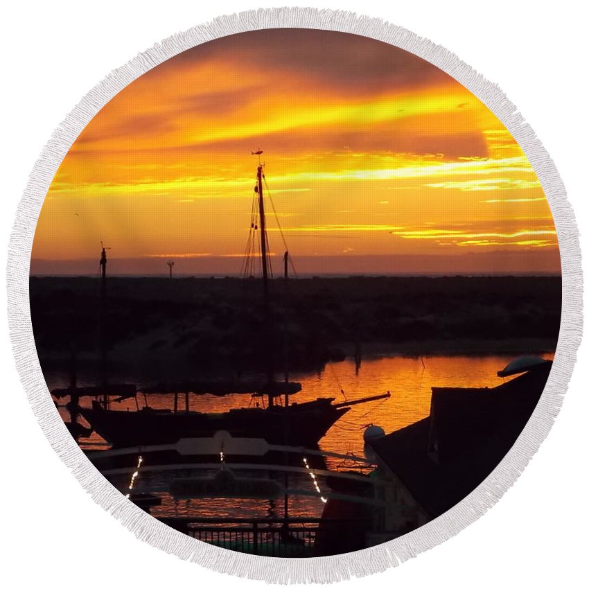Sunset Round Beach Towel featuring the photograph Sunset On Morro Bay by Kathleen Moore Lutz