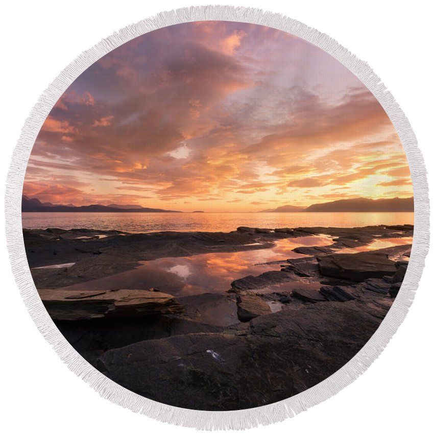Sunset Round Beach Towel featuring the photograph Sunset On The Rocks by Tor-Ivar Naess