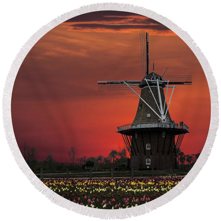 Art Round Beach Towel featuring the photograph Sunset On Windmill Island by Randall Nyhof
