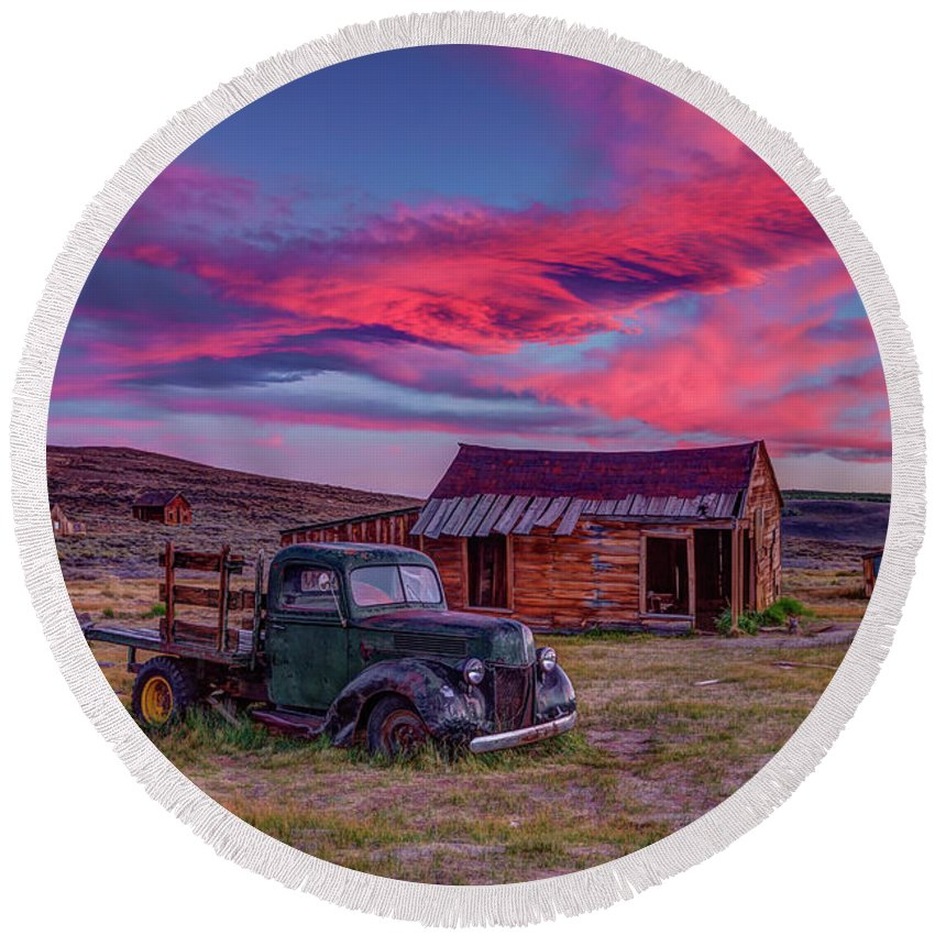 Sunset Round Beach Towel featuring the photograph Sunset Over Bodie's Green Truck by Jeff Sullivan