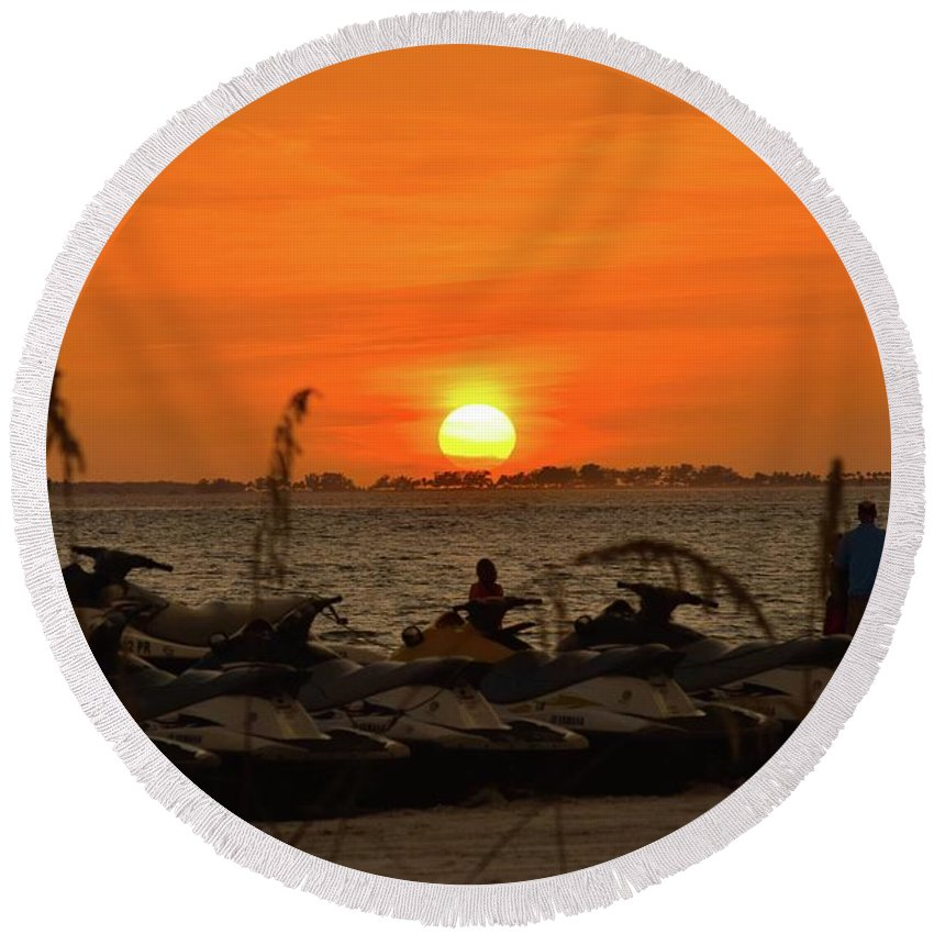 Sunset Round Beach Towel featuring the photograph Sunset Over The Gulf 1 by Shelley Smith