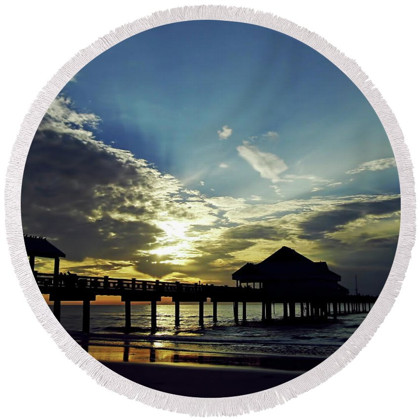 Sunset Round Beach Towel featuring the photograph Sunset Silhouette Pier 60 by D Hackett