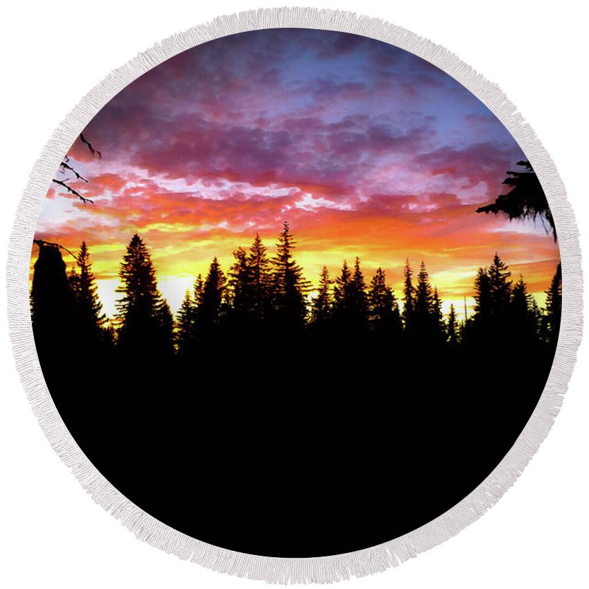 Sunset Round Beach Towel featuring the photograph Sunset Skies by Linda Chambers