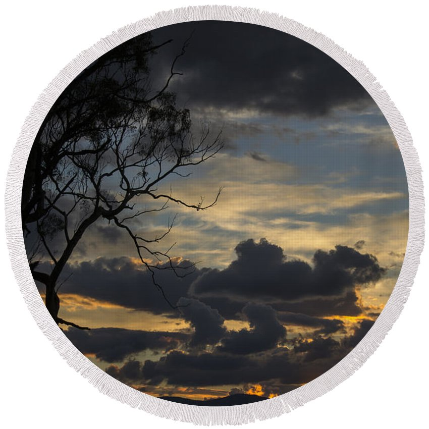 Cooleman Ridge Round Beach Towel featuring the photograph Sunset Study 1 by Angela DeFrias