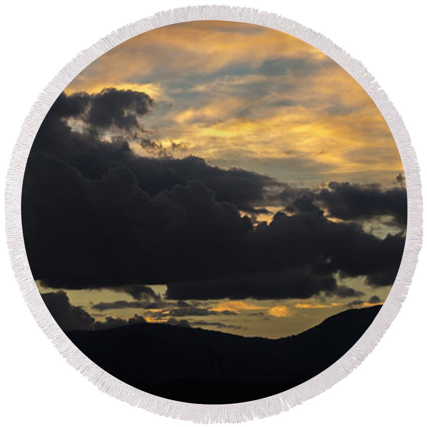 Cooleman Ridge Round Beach Towel featuring the photograph Sunset Study 5 by Angela DeFrias