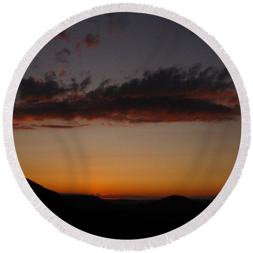Cloud Round Beach Towel featuring the photograph Pennsylvania Sunset In Haltzon by Donna Brown