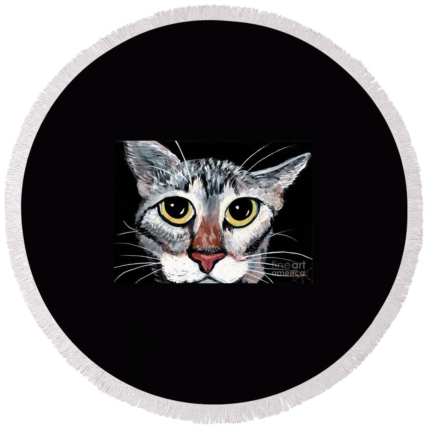 Cat Round Beach Towel featuring the painting Tabby Eyes by Elaine Hodges