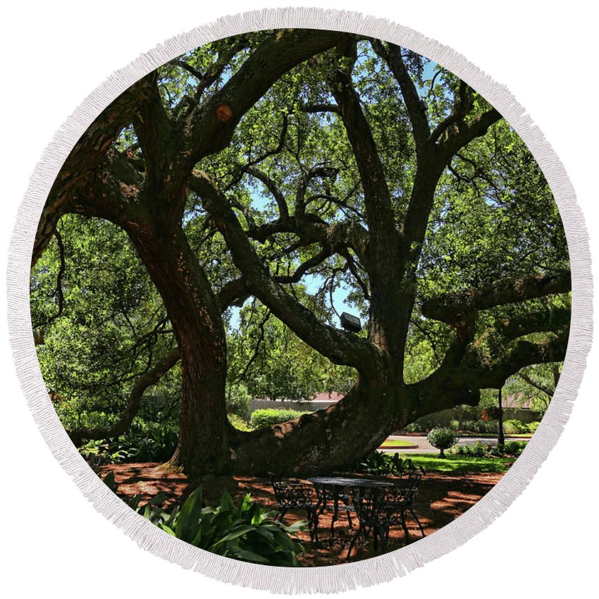 Garden Round Beach Towel featuring the photograph Table Under The Oak Tree by Judy Vincent