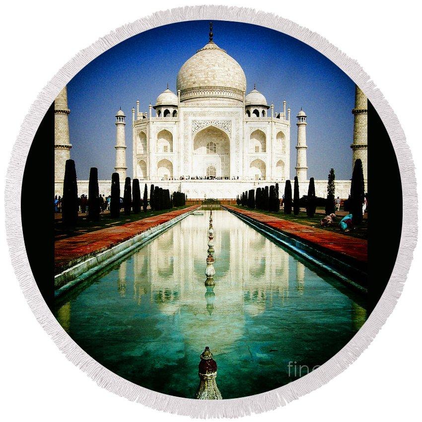 Taj Mahal Round Beach Towel featuring the photograph Taj Mahal by Sonal Dave
