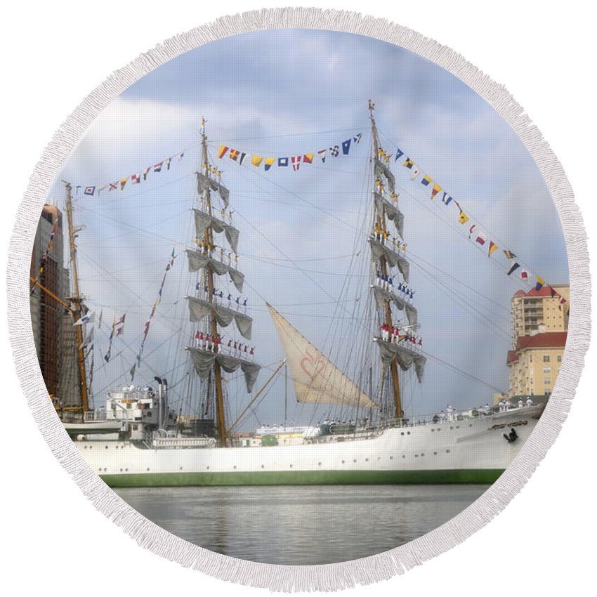 Tampa Bay Florida Round Beach Towel featuring the photograph Tall Ship In Tampa Bay by David Lee Thompson