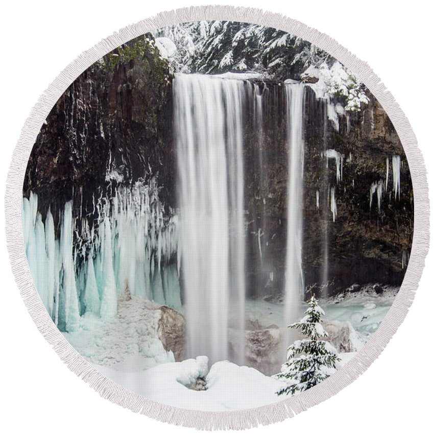 Mt. Hood Round Beach Towel featuring the photograph Tamanawas Falls 2 by Patricia Babbitt