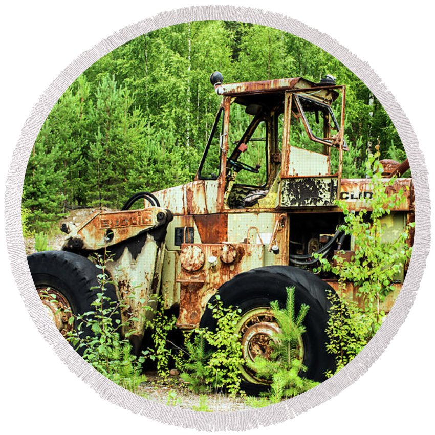 Backhoe Loader Round Beach Towel featuring the photograph Technical Waste by Jarmo Honkanen