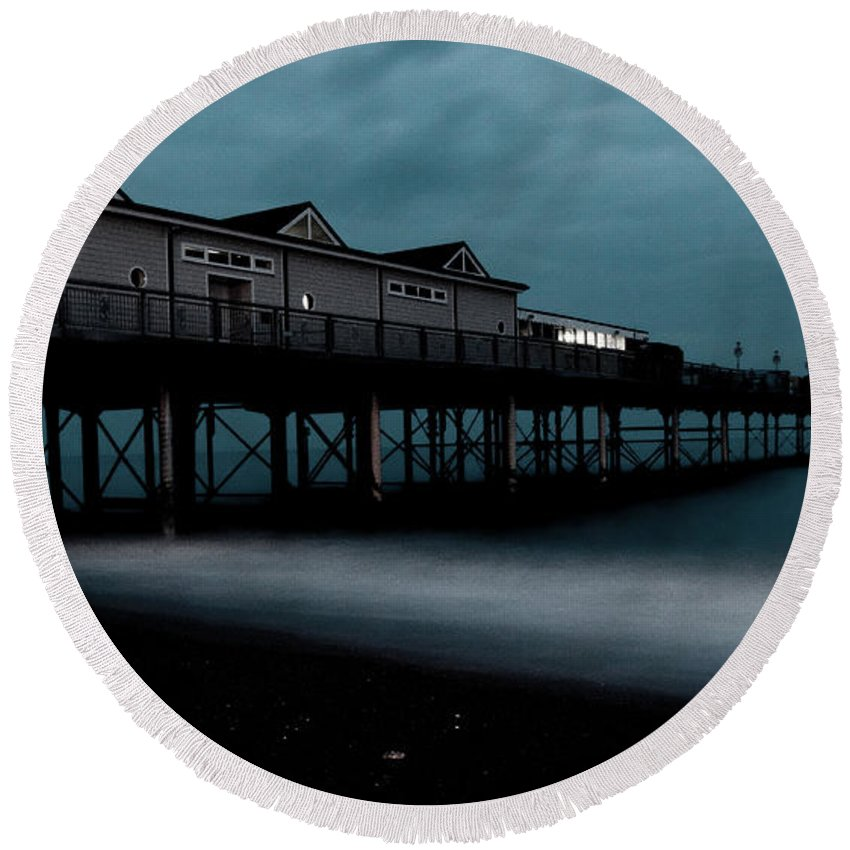 Teignmouth Round Beach Towel featuring the photograph Teignmouth Pier At Dusk by Rob Hawkins