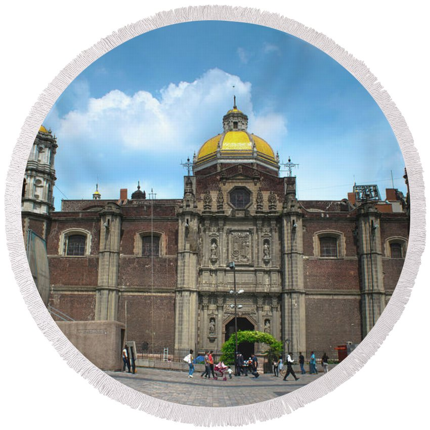 Basilica De Guadalupe Round Beach Towel featuring the photograph Templo Expiatorio A Cristo Rey - Mexico City by Totto Ponce