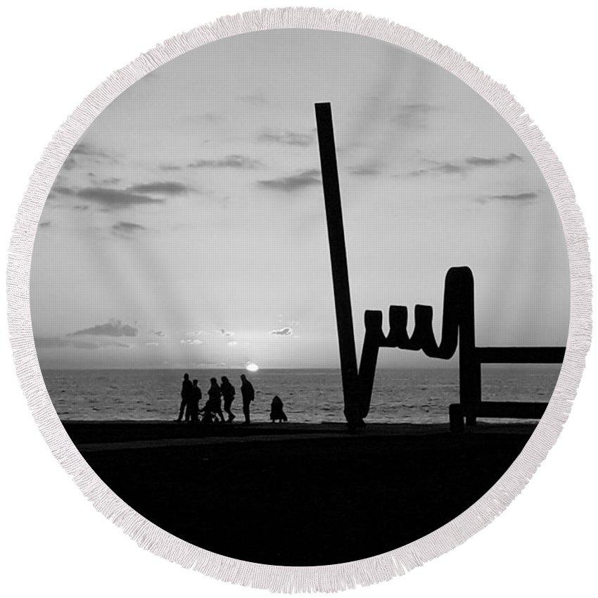 Foto Round Beach Towel featuring the photograph Tenerife / Playa De Las Americas by Karina Plachetka