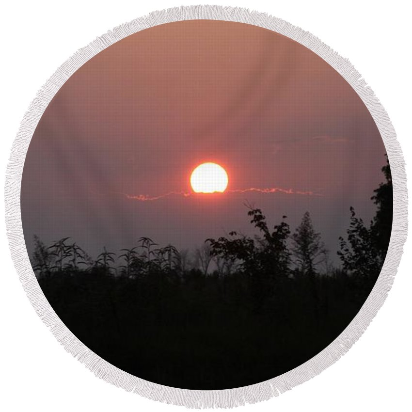 Tennessee Sunset Round Beach Towel featuring the photograph Tennessee Sunset by Lori Mahaffey