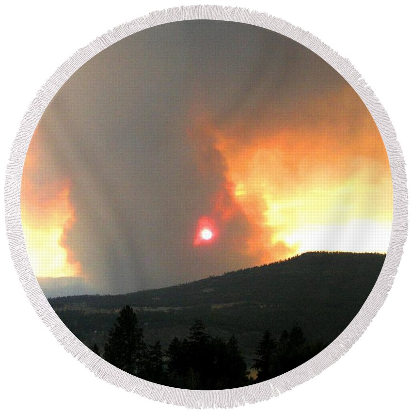 Forest Fire Round Beach Towel featuring the photograph Terrace Mountain Fire 3 by Will Borden