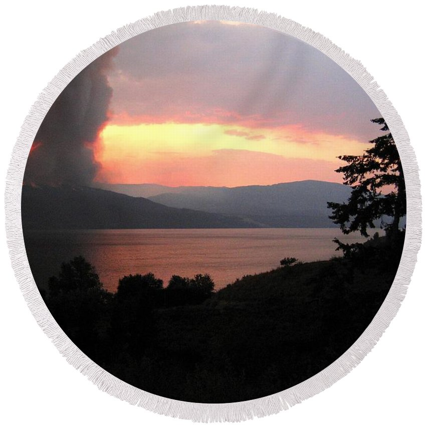 Forest Fire Round Beach Towel featuring the photograph Terrace Mountain Fire 4 by Will Borden