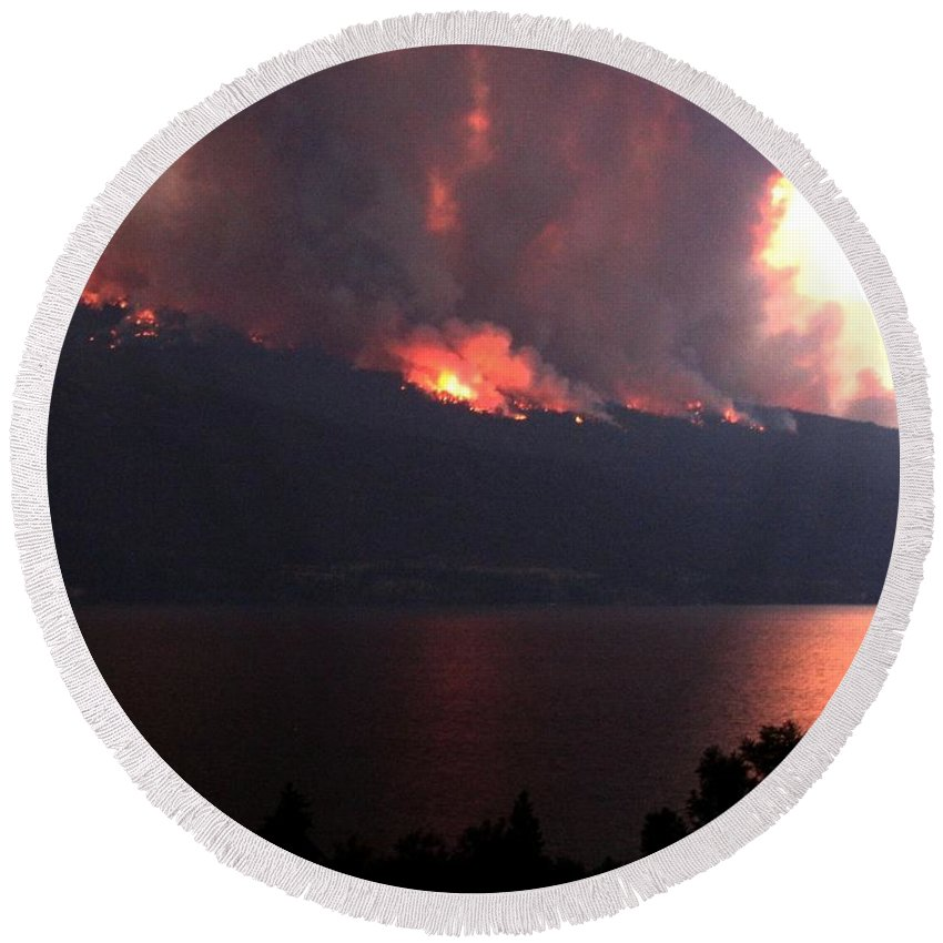 Forest Fire Round Beach Towel featuring the photograph Terrace Mountain Fire 5 by Will Borden
