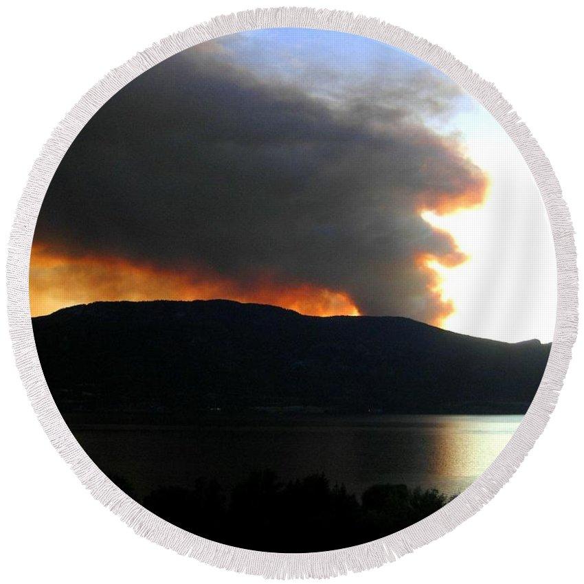 Forest Fire Round Beach Towel featuring the photograph Terrace Mountain Fire by Will Borden