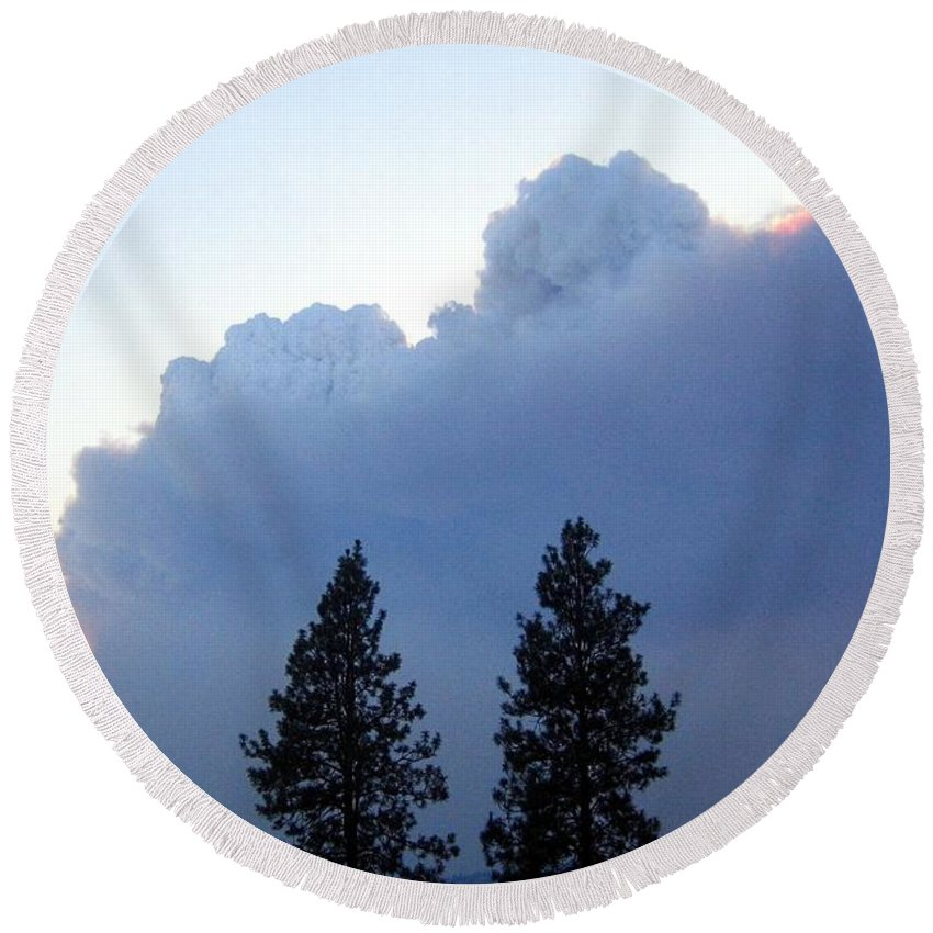 Terrace Mountain Smoke Round Beach Towel featuring the photograph Terrace Mountain Smoke by Will Borden