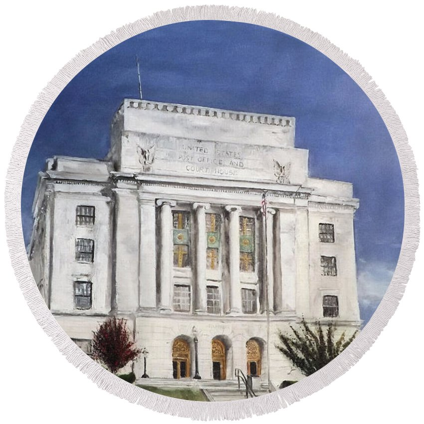 Building Round Beach Towel featuring the painting Texarkana Courthouse by Carlos Olvera