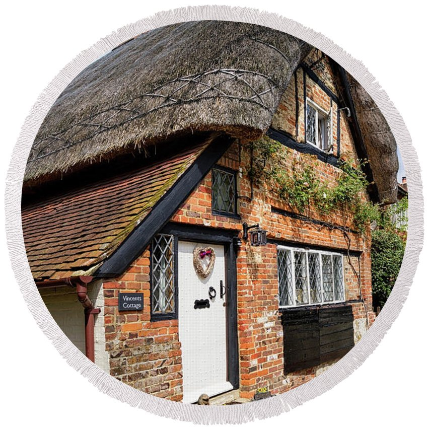 Cottage Round Beach Towel featuring the photograph Thatched Cottages In Chawton 4 by Shirley Mitchell