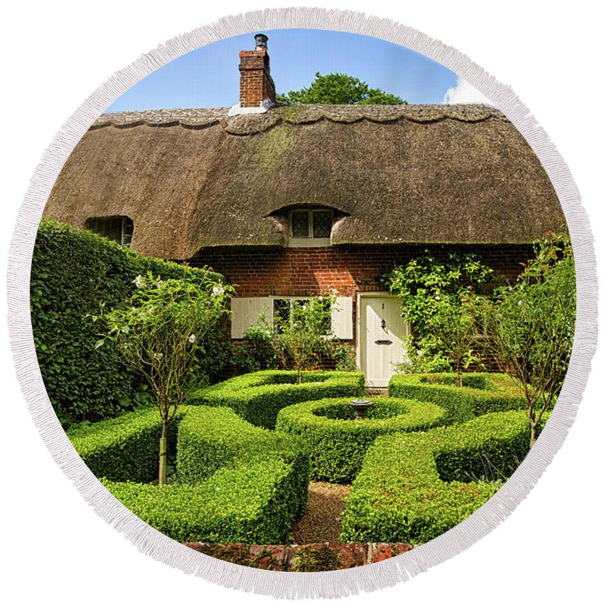 Cottage Round Beach Towel featuring the photograph Thatched Cottages In Chawton 7 by Shirley Mitchell