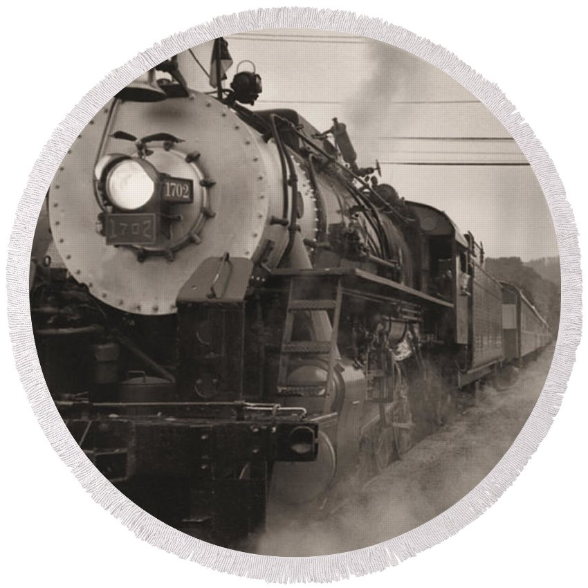 Trains Round Beach Towel featuring the photograph The 1702 At Dillsboro by Richard Rizzo