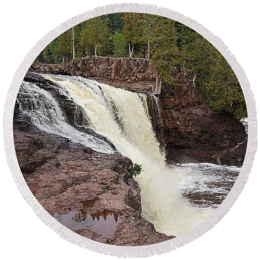 Falls Round Beach Towel featuring the photograph The Falls by Bill Lere