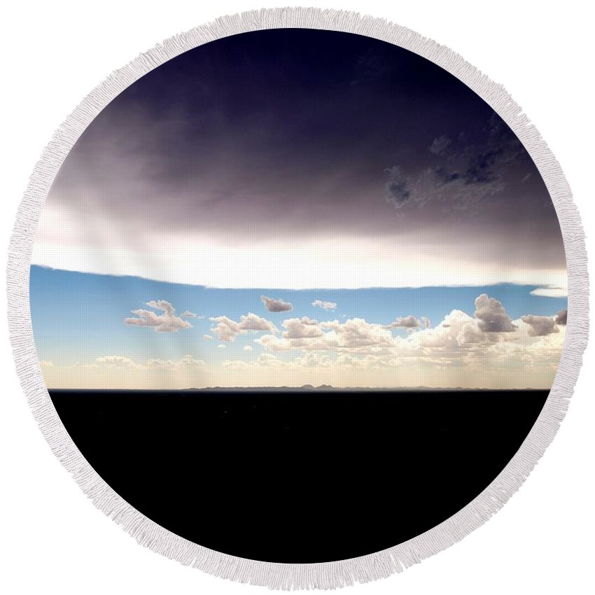 Sky Round Beach Towel featuring the photograph Great Divide by M Pace