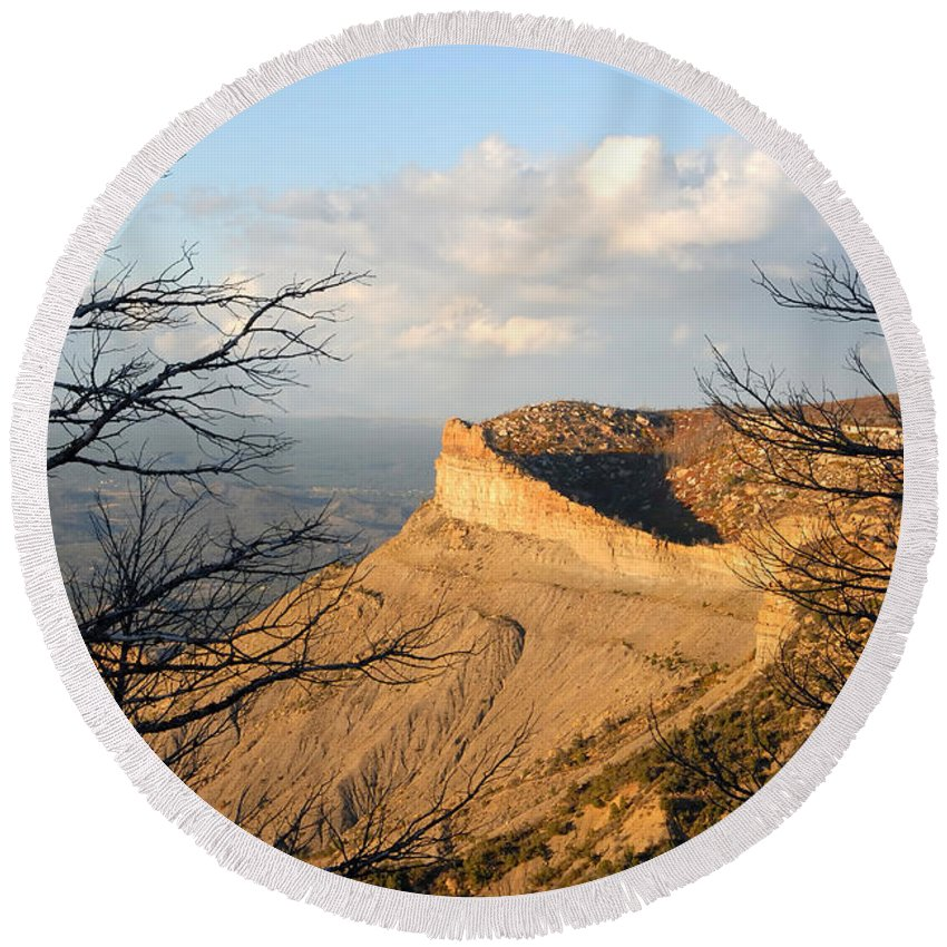 Mesa Round Beach Towel featuring the photograph The Great Mesa by David Lee Thompson