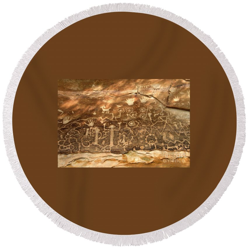Anasazi Round Beach Towel featuring the photograph The Great Panel by David Lee Thompson