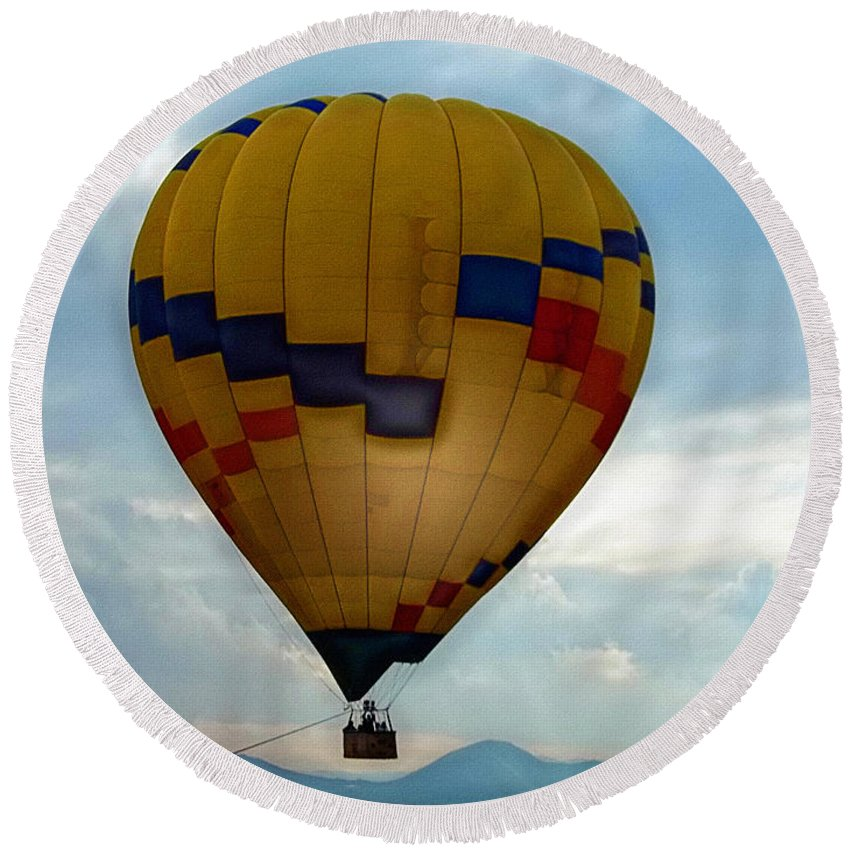 Hot Air Balloon Round Beach Towel featuring the photograph The Impressionable Balloon by Glenn McCarthy Art and Photography