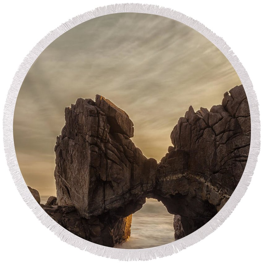 Landscape Round Beach Towel featuring the photograph The Kiss by Jonathan Nguyen