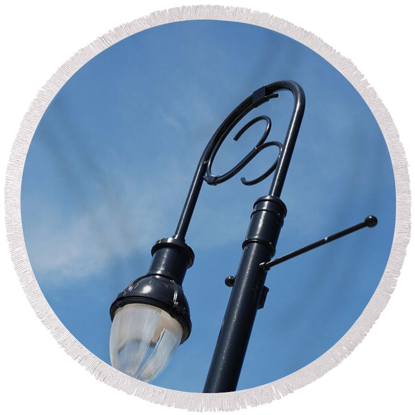 Blue Sky Round Beach Towel featuring the photograph The Lamp Post by Rob Hans