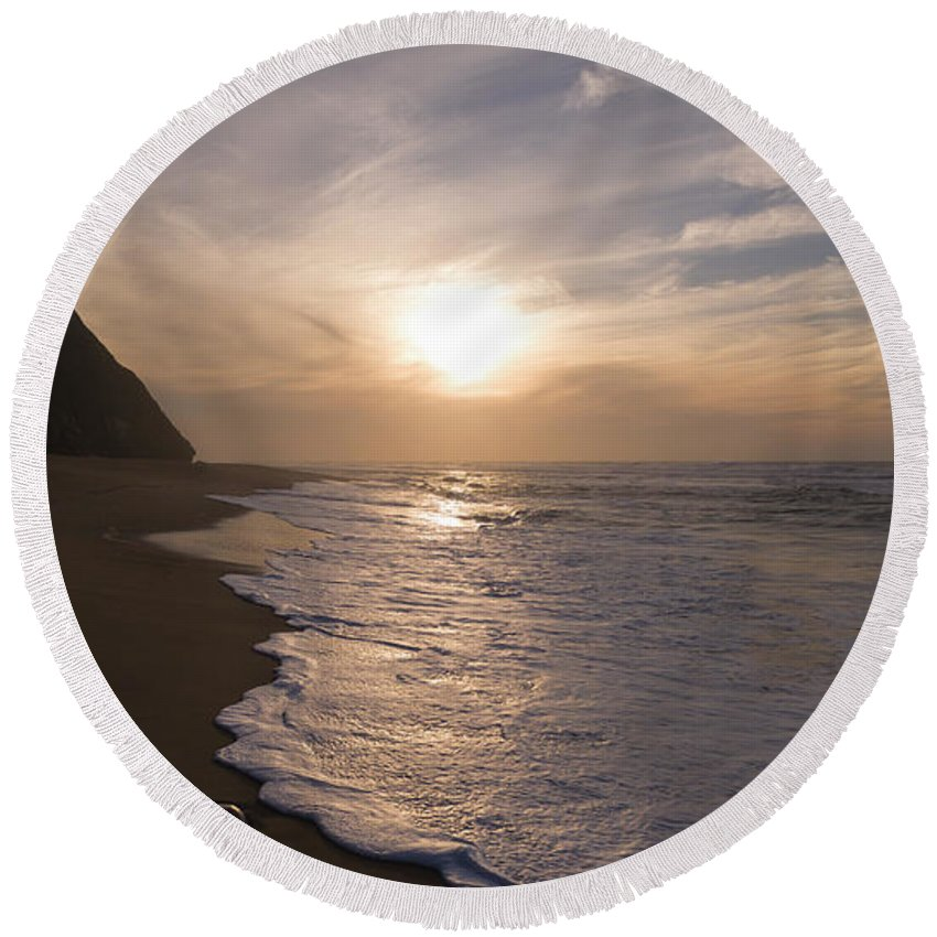 Sunset Round Beach Towel featuring the photograph The Last Minute by Edgar Laureano