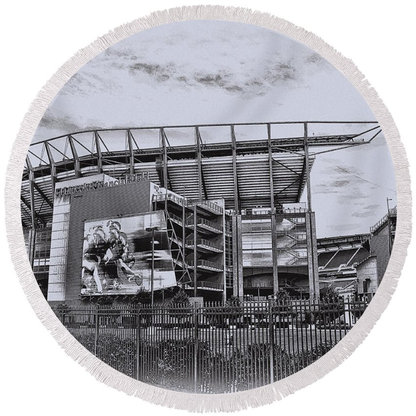 Linc Round Beach Towel featuring the photograph The Linc - Philadelphia Eagles by Bill Cannon