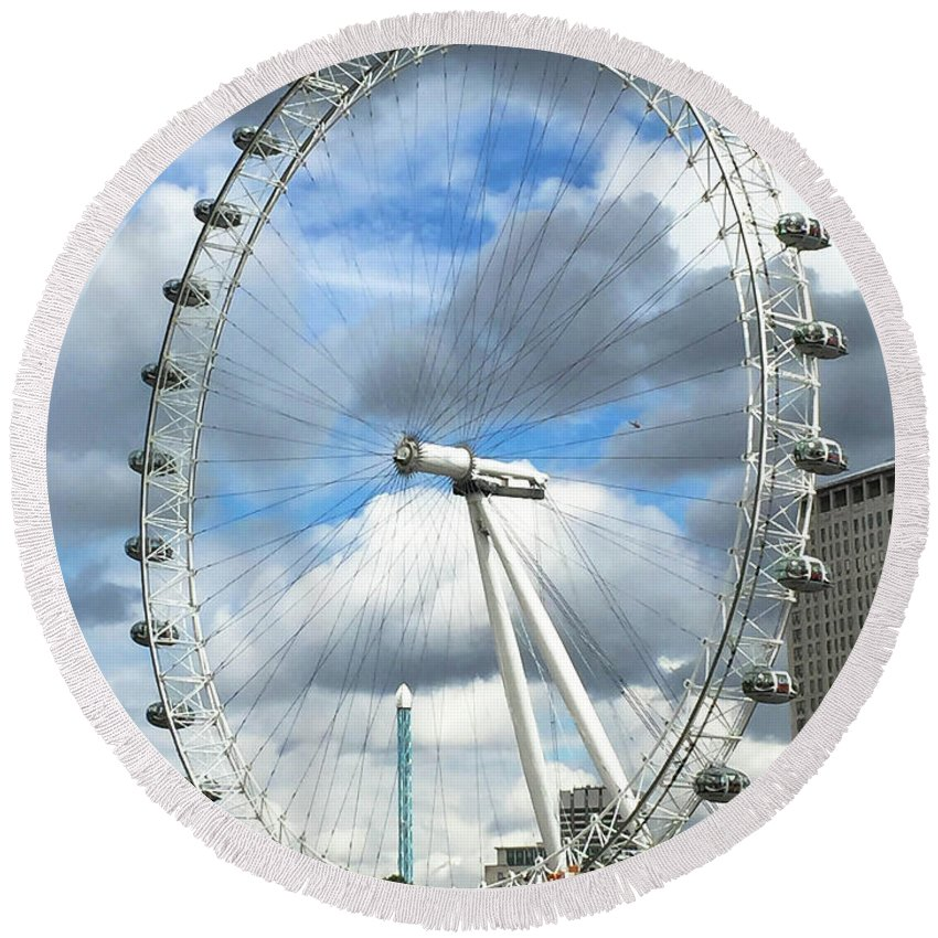 London Round Beach Towel featuring the photograph The London Eye by Stephanie Hanson
