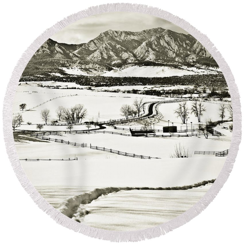 Boulder Round Beach Towel featuring the photograph The Long View by Marilyn Hunt