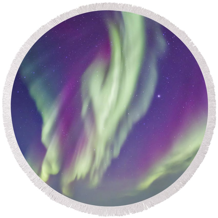 Aurora Round Beach Towel featuring the photograph The Northern Lights In Churchill by Alan Dyer