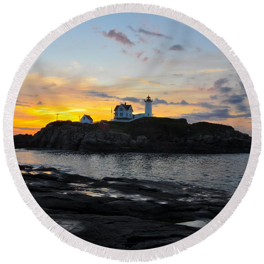 Maine Round Beach Towel featuring the photograph The Nubble Light by Catherine Easton