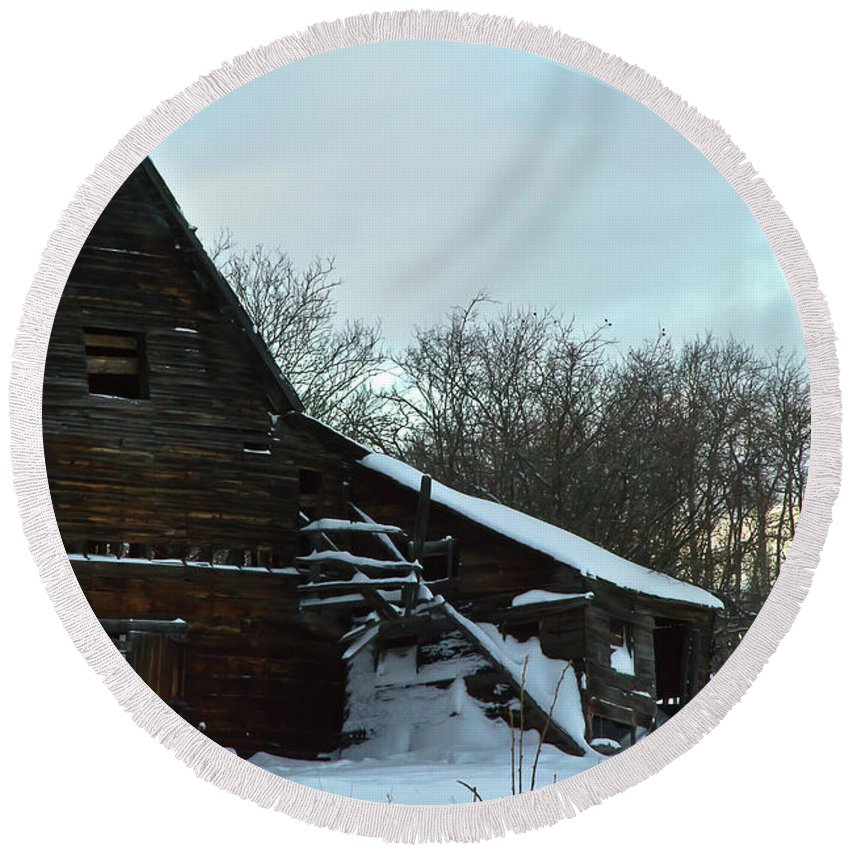 Barn Round Beach Towel featuring the photograph The Old Barn Winter Scene by Sandra Foster
