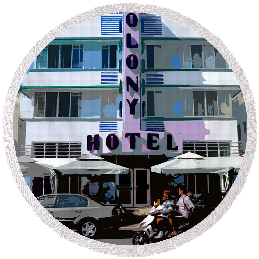 Hotel Round Beach Towel featuring the photograph The Old Colony Hotel by David Lee Thompson